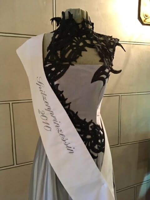 Das Plauener Spitzenmuseum Kleid der Spitzenprinzessin des Jahres 2010