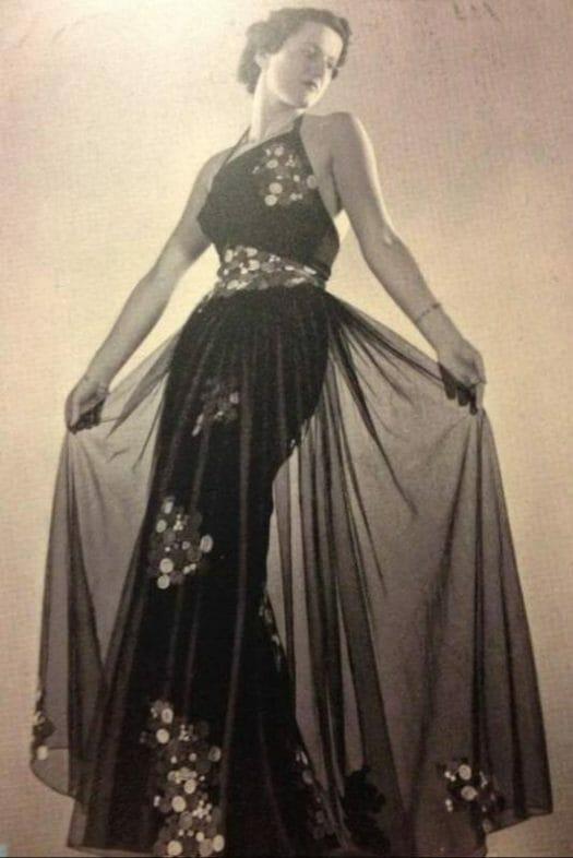 Das Plauener Spitzenmuseum Abendkleid aus den 30er Jahren mit Plauener Spitze
