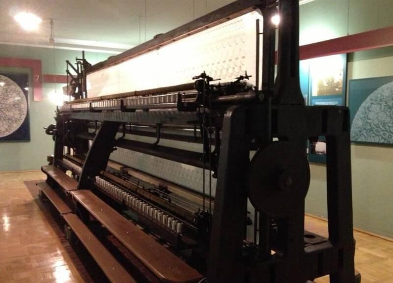Das Plauener Spitzenmuseum - historische Stickmaschine