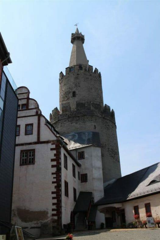 Blick auf den Bergfried der Osterburg in Weida