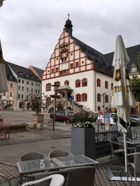 Cafe Albert in Plauen - Cafe und Restaurant mit direktem Blick auf das Alte Rathaus im Zentrum von Plauen - Ausflugstipp