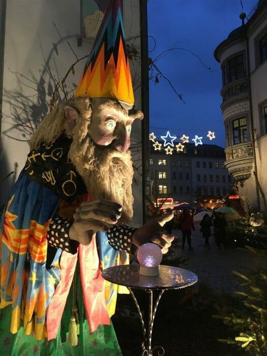 Märchenfiguren auf dem Weihnachtsmarkt Gera