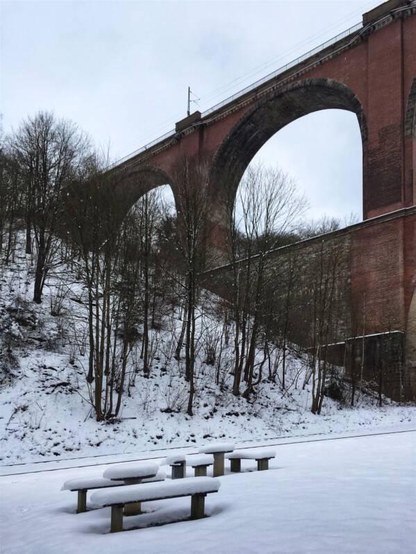 Wanderung im Winter zur Elstertalbrücke in Sachsen