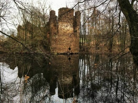 Die Abbildung zeigt das Wasserschloss Mechelgrün im Vogtland / Sachsen im heutigen Zustand.