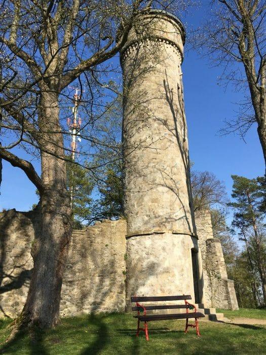 Das Labyrinth - eine künstliche Burgruine mit Aussichtsturm