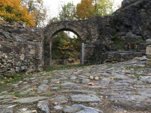 ein romantischer Platz in Blankenberg - die Burgruine