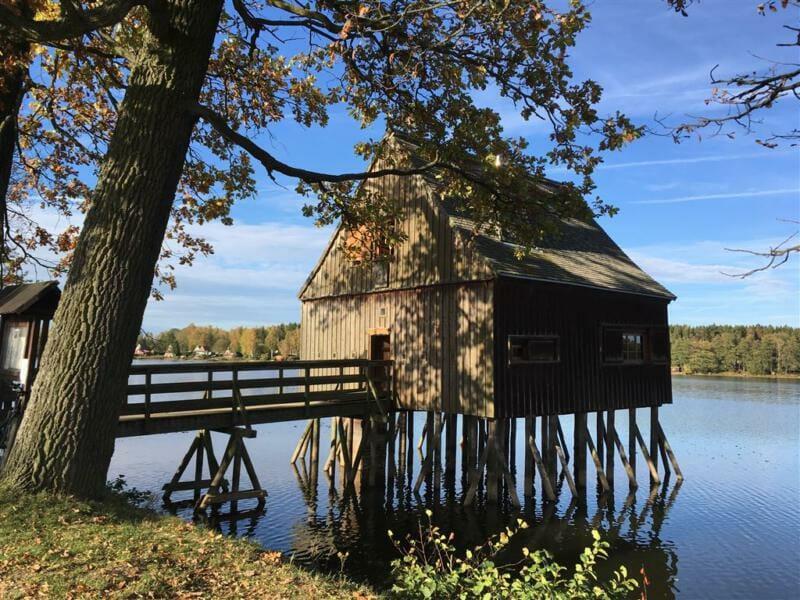 Pfahlhaus an den Plothener Teichen - Wandern in Thüringen