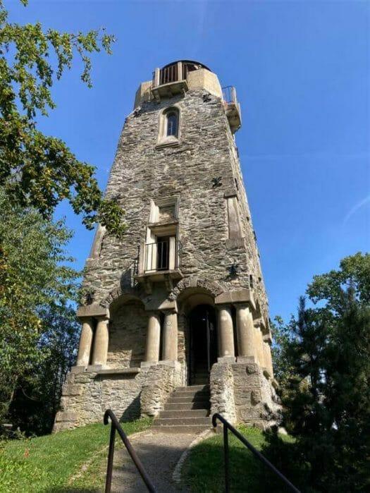 Empfehlung im Vogtland - der Bismarckturm von Cheb (Eger) bietet eine wunderbare Aussicht