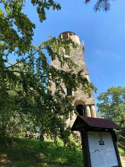 Wanderung zum Bismarckturm von Cheb (Eger) mit Möglichkeit zum Picknick