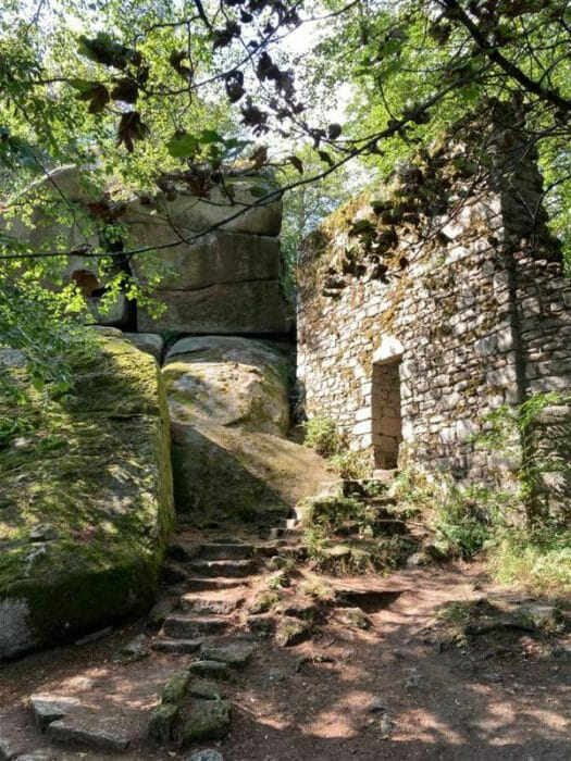 Die  Ruine der Ostburg am Waldstein in Franken